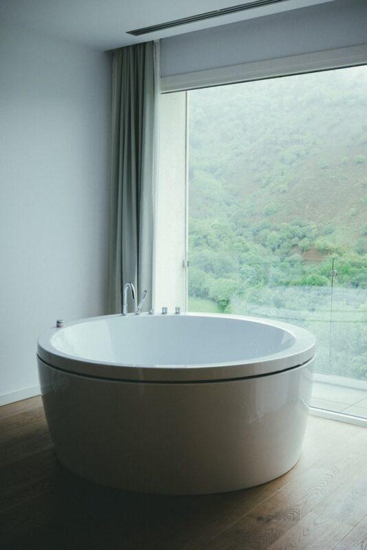 Дизайн интерьера ванной комнаты - круглая ванна