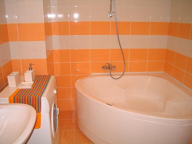Дизайн интерьера ванной комнаты - угловая ванна