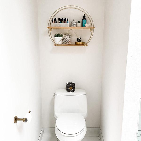 Дизайн интерьера ванной комнаты - полки