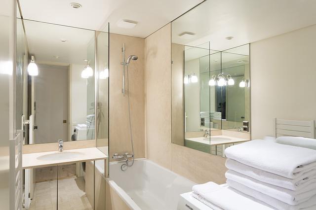 Дизайн интерьера ванной комнаты в бежевом цвете