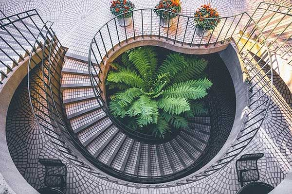Итальянская школа дизайна - лестница в стиле модерн
